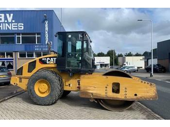 Caterpillar CS 76 XT  - gummihjulsvält